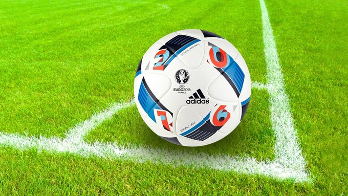 football_playing_field_corner_eckpunkt_standard_situation_european_championship_2016_ball-616075.jpg!d.jpg